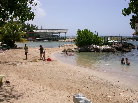Small beach picture of franklyn d resort spa runaway for Small beach hotels
