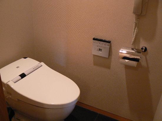Hyatt Regency Kyoto : Radio controlled toilet