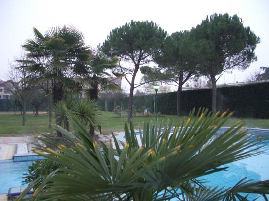 Terme Milano Hotel: Blick auf die Terme und die grosszügig angelegte parkähnliche Gartenanlage
