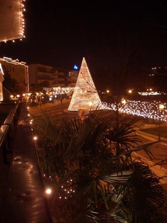 Terme Milano Hotel: Schön geschmückte Fussgängerzone zu Weihnachten
