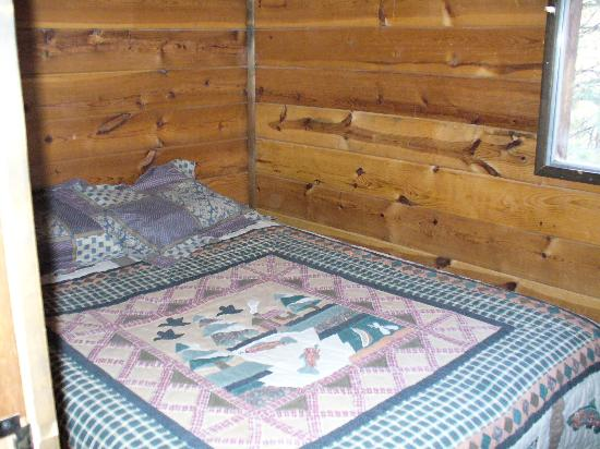 Forest Lakes Touring Center and Cabins : Bedroom  # 2 - Ponderosa Cabin