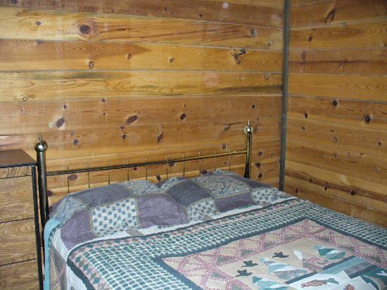 Forest Lakes Touring Center and Cabins: Bedriin # 1 - Ponderosa Cabin