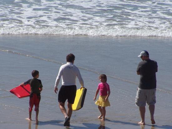 Wave Crest Resort: Boogie boarding at beach access next door to resort