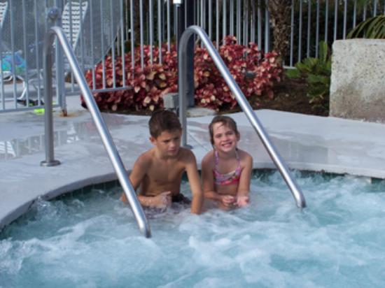 Wave Crest Resort: jacuzzi