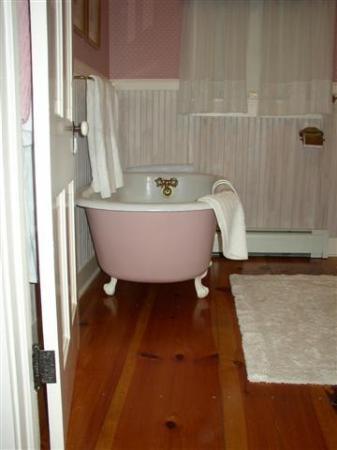 Beechwood Manor Inn & Cottage: Saida's Room - Private Bath