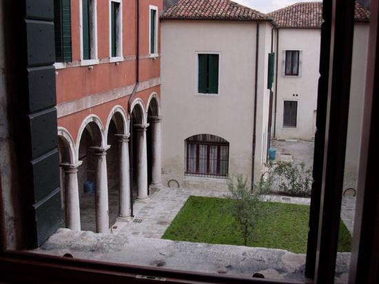Centro Culturale Don Orione Artigianelli: Courtyard view from room