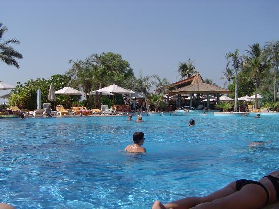 Jumeirah Beach Hotel: the pool