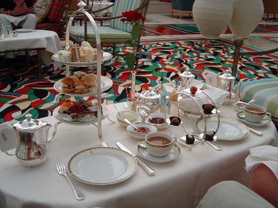 Jumeirah Beach Hotel: burj afternoon tea