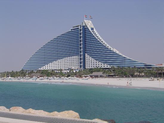 Jumeirah Beach Hotel: the beautiful hotel