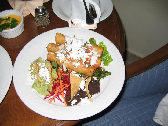 Secrets Capri Riviera Cancun: Late night room service!