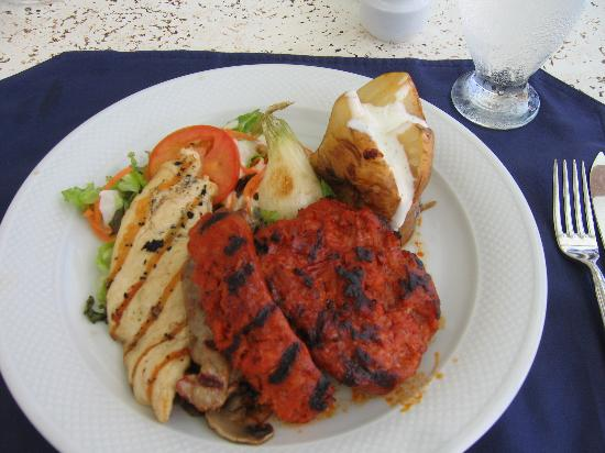 Secrets Capri Riviera Cancun: Lunch at the seaside grill!  The chorizo is awesome!