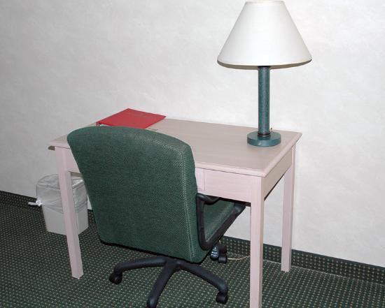 Ramada Glendale: Work Table