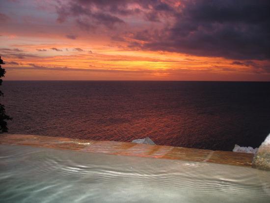 Royal Davui Island Resort: Plunge Pool at Sunset