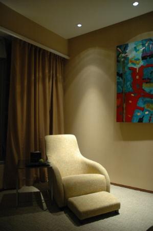 Traders Hotel, Kuala Lumpur: Comfy recliner
