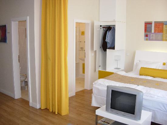 Mamaison Residence Sulekova Bratislava: View of bed and bathroom
