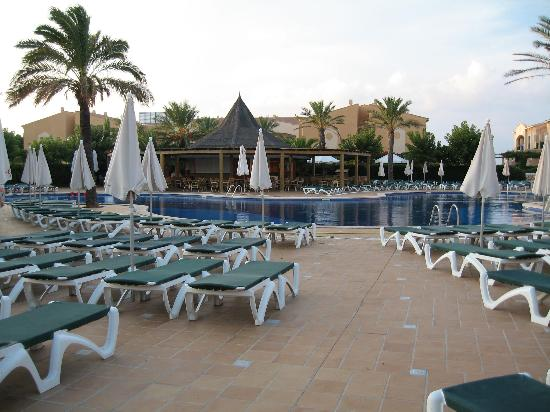 Zafiro Menorca: Poolside evening time