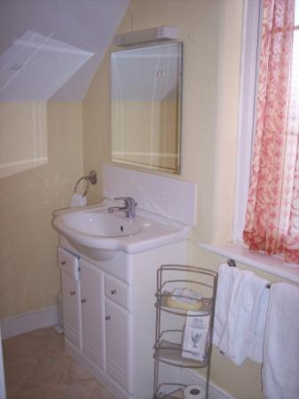 Ditton Lodge Hotel: bathroom interior