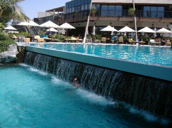 JA Palm Tree Court: Cooling Shower