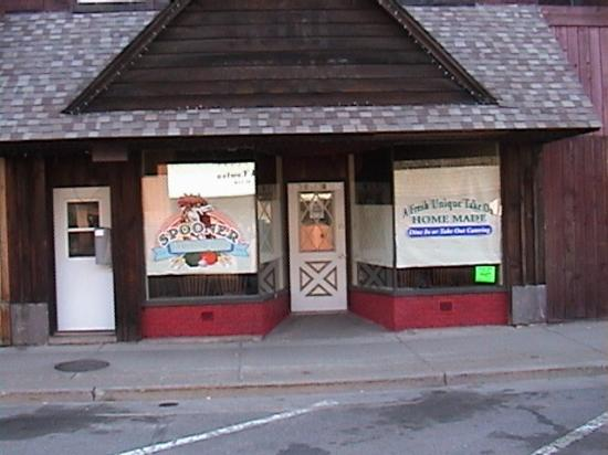 Spooner Market and Grill: Store Front