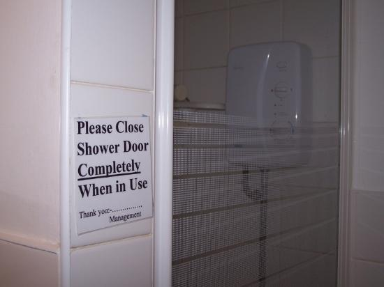 Albert Hotel: Shower sign