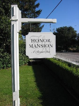 Honor Mansion, A Wine Country Resort: Honor Mansion Sign