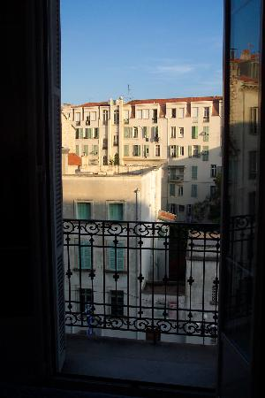 Hotel Vendome : typical city view but quiet with double glazing!