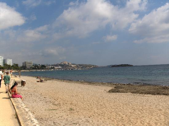 playa d en bossa beach Conocé Ibiza   España   Fotos e Info   Increible!