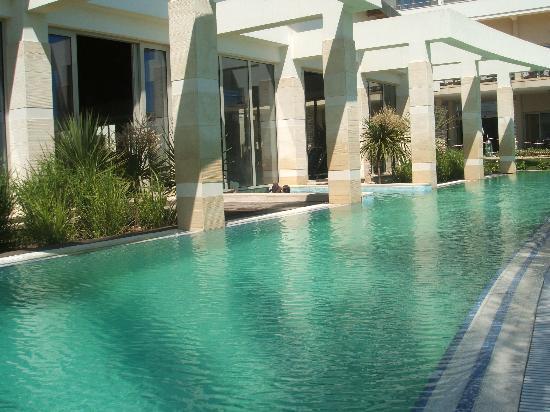 Barut Lara: The indoor pool to swim out april 06
