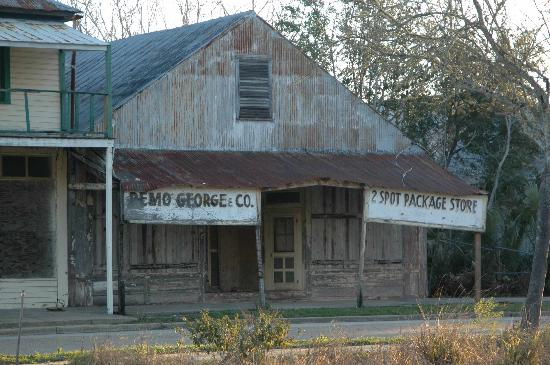Gibson Inn: Old abandoned store in Apalachicola, FL.