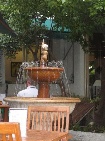 Hotel Brice: fountain