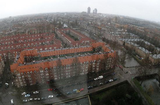Hotel Okura Amsterdam : View from 20th floor on a rainy day.