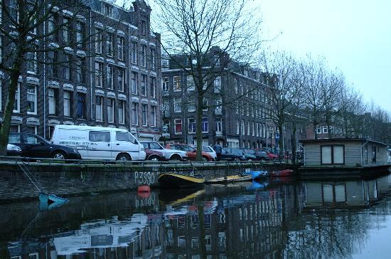 Hotel Okura Amsterdam: walk along canals....