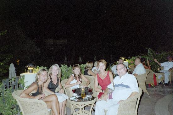 Hotel Zeytinada: Meeting friends at the terrace bar