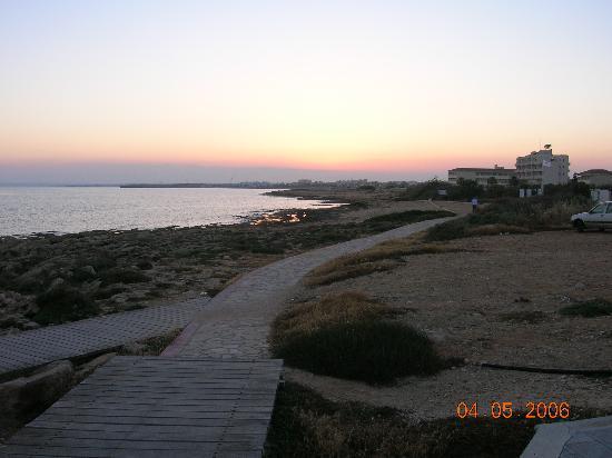 Electra Holiday Village : beach at night