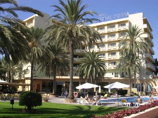 Royal Costa Hotel: Vue arriere, piscine , bar