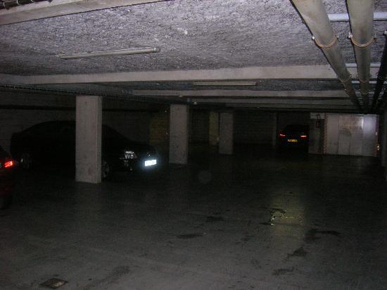 Hotel Henry II Beaune Centre: car opark