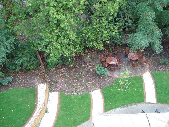 NH London Kensington: back garden