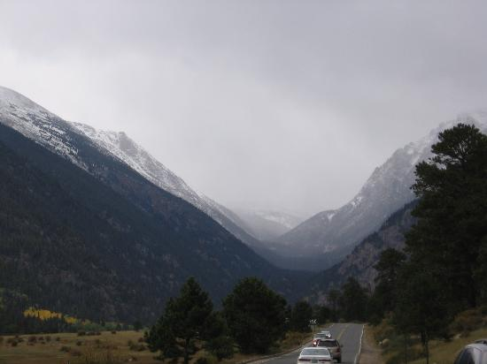 Rocky Mountain National Park, CO: It's snowing in them there hills!