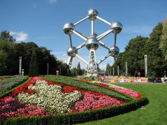 Novotel Brussels Grand Place: The recently renovated Atomium...bring your camera at night!