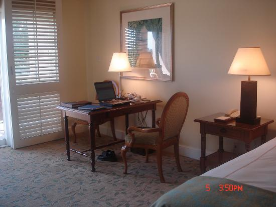 Four Seasons Resort and Club Dallas at Las Colinas: Work Desk