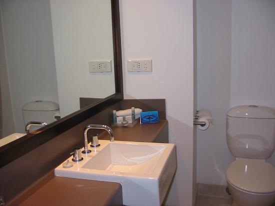 Mercure Sydney Parramatta: Bathroom