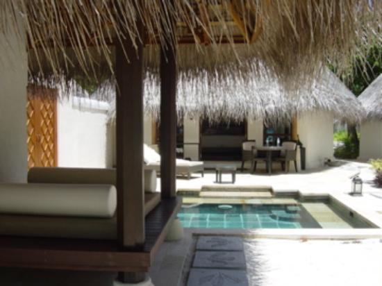 Four Seasons Resort Maldives at Kuda Huraa: Beach Pavillion
