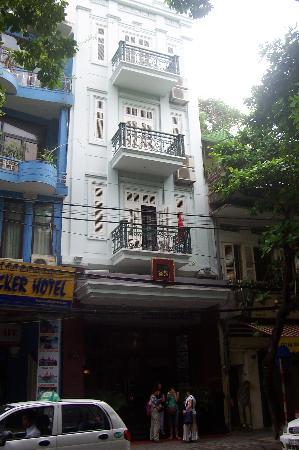 Gia Bao Palace Hotel: Street view