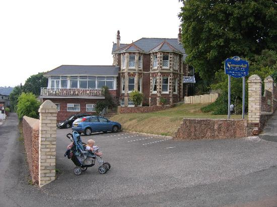Summerhill Hotel: The front of the hotel