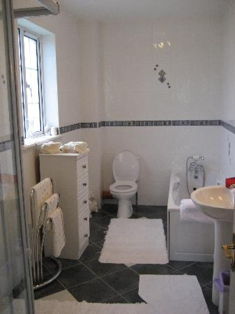 Acorn House: The Huge Bathroom w/both Shower and Tub