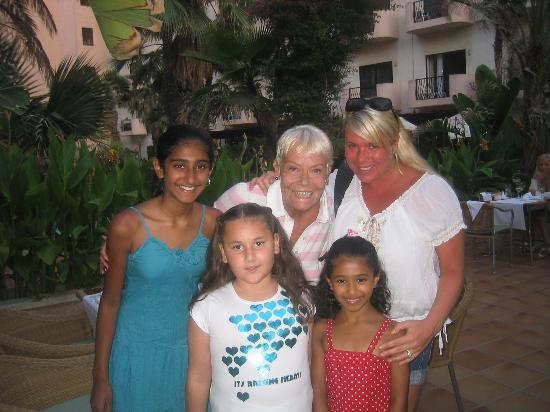 Fortina Spa Resort: This is the kids meeting wendy richards and Latisha Dean