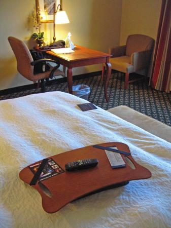 Hampton Inn & Suites Rockland: Television tray and writing desk.
