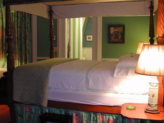 Spencer On Main: Delices De La Nuit Suite Bedroom