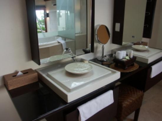 Royal Davui Island Resort: Villa Bathroom