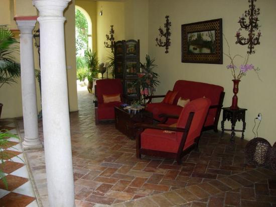 Hotel Posada de Palacio: Sitting area by the lobby